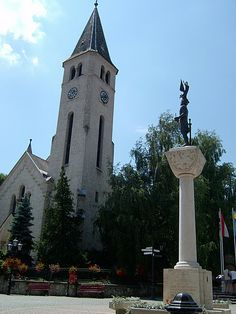 The Roman Chatolic Church and the statue of St. Stephan King are in hearth of Tokaj, on the Kossuth square.