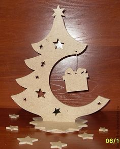 Photo - Her Crochet Christmas Wood, Christmas Projects, Christmas And New Year, Christmas Holidays, Merry Christmas, Wood Crafts, Diy And Crafts, Christmas Crafts, Christmas Decorations