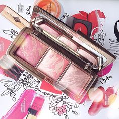 The amazing @hourglasscosmetics ambient lighting blush palette in all its glory! 💗💗💗 I wish I'd blogged about this earlier as it really is gorgeous - anyway, check out my blog, link is in my bio! #hourglass #hourglassblush #hourglasscosmetics #hourglassambientblush #hourglassambientlightingpowder #hourglassambientlightingblush #hourglassambientlightingpalette #palette #blushpalette #blusher #blush #pinkblusher #hourglassmakeup #makeup #beauty #beautyblogger #bblogger #bbloggers #fblogger…
