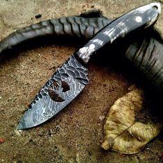 Custom Handmade Hand Forged Damascus Steel Hunting Skinning Knife