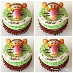 Começamos o dia com o tigrão do ursinho Pooh  Não ficou uma graça?  Para orçamentos, informações e encomendas, por favor, envie um email para akemi.cupcakes@gmail.com