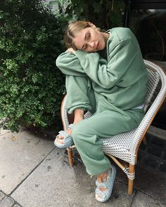 Mint Green Outfits, Color Type, White Outfits For Women, Jogging Outfit, Green Joggers, Neutral Outfit, All Black Outfit, Cute Casual Outfits, Matching Outfits