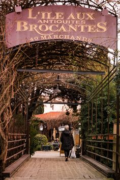 isle sur la sorgue - Village of Isle sur la sorgue, famous for its shopping for antiques.
