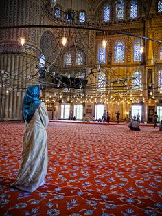 Inside the Blue Mosque Beautiful Mosques, Beautiful Places, Turkey Culture, Medina Mosque, Mosque Architecture, Beautiful Muslim Women, Blue Mosque, Islamic Girl, Islamic Art Calligraphy