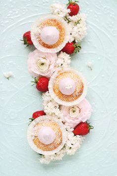 Erdbeere hoch zwei: Mit sagenhaft fluffigen Erdbeercupcakes und meiner liebsten Limonade   große Überraschung
