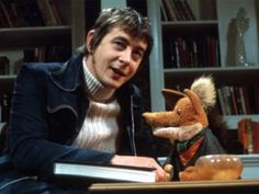 Basil Brush & Derek Fowlds - Fowlds later appeared in Yes Minister and as Oscar Blaketon in Heartbeat 1970s Childhood, My Childhood Memories, Old Tv Shows, Kids Shows, Fortune Theatre, Morning Cartoon, Kids Tv, Vintage Tv, Teenage Years