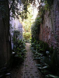 Charleston townhome rental - Looking toward parking courtyard