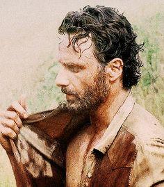 the walking dead Andrew Lincoln Walking Dead, Rick Grimes Walking Dead, Daryl And Rick, Andy Lincoln, The Walking Dead Tv, Friday Humor, Funny Friday, Tv Series, Netflix Series
