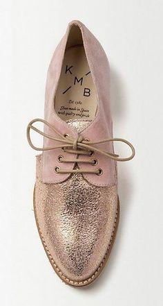 Tendance Chaussures 2017/ 2018 :    Description   gold rose loafers    - #Chausseurs https://madame.tn/fashion/chausseurs/tendance-chaussures-2017-2018-gold-rose-loafers/