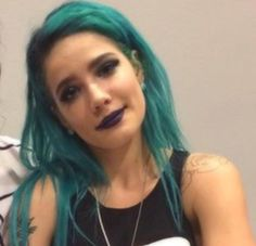 Halsey look like she's gonna cut a bish