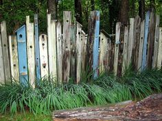 6 Prodigious Useful Ideas: Concrete Fence Porches metal fence cheap.Old Picket Fence tall pallet fence.Backyard Fence Tips. Backyard Fences, Garden Fencing, Garden Landscaping, Wood Pallet Fence, Diy Pallet, Concrete Fence, Bamboo Fence, Cedar Fence, Wood Fences