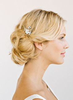 PARKER    This flower hair pin is the perfect solution to add some subtle glam to your look.