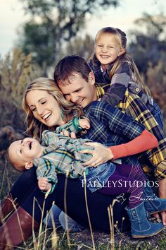 Family Picture Pose Ideas with 2 Children