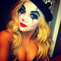 Cute clown. Only clown that doesn't scare the living crap out of me. Check out Sexiest Halloween selfies Costume Halloween, Halloween Make Up, Clown Costumes, Circus Costume, Halloween 2019, Cute Clown Makeup, Halloween Makeup Looks, Female Clown, Clown Faces