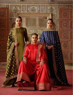 2019 Sabyasachi Charbagh Bridal Lehenga collection has a bunch of traditional red wedding lehengas, some gorgeous destination wedding outfits + lots more. Indian Attire, Indian Ethnic Wear, Indian Outfits, Indian Style, Bridal Lehenga Collection, Moda Formal, Desi Wear, Indian Designer Outfits, Lakme Fashion Week