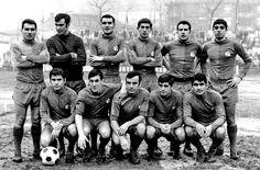 Equipos de fútbol: LANGREO contra Vetusta 26/01/1969 Image Foot, School Football, Old School, Movies, Movie Posters, World, Team Building, Football Team, Soccer Pictures