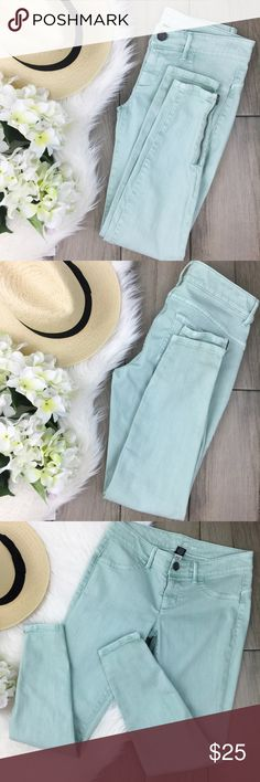 """VS • Siren {mint} Skinny Side-Zip Jeans Perfect cool mint colored side-zip VS siren skinny jeans. A great way to brighten up your jeans collection. Looks great with a crisp white shirt or tee // waist 30"""" / hips 35"""" / inseam 27.5"""" // 99% Cotton/1% Elastane // Small dark speck on back of left leg, otherwise excellent condition! Victoria's Secret Jeans Skinny"""