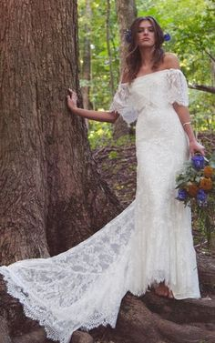 Boho Off Shoulder Sheath Scalloped Lace Wedding Dress With Long Train