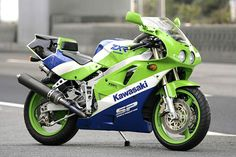 Kawasaki There is nothing wrong with this bike Motos Kawasaki, Kawasaki Motorcycles, Kawasaki Ninja 750, Retro Motorcycle, Motorcycle Style, Jet Ski, Ducati, Yamaha, Best Motorbike