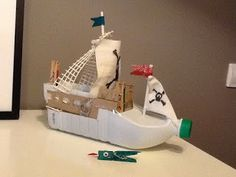Barco pirata con material reciclado Recycled Art Projects, Diy Projects For Kids, Upcycled Crafts, Diy For Kids, Crafts For Kids, Diy Toys Recycled Materials, Plastic Bottle Crafts, Diy Bottle, Pirate Ship Craft