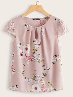 Blouse Styles, Blouse Designs, Floral Tops, Pastel Floral, Looks Plus Size, Mode Outfits, Lace Sleeves, Printed Blouse, Blouses For Women