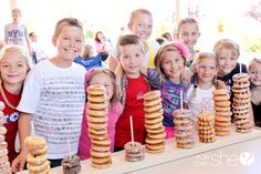 display doughnuts for a party[howdoesshe blog]