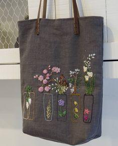 . 그녀의 동생을 향안 정성 이 수고를  누가알까? .. #Embroidery #handmade #Embroiderybag #자수타그램#프랑스자수 #힐링자수#자수가방 #수놓는정성 Diy Embroidery Crafts, Hand Embroidery Projects, Embroidery Bags, Embroidery Works, Creative Embroidery, Vintage Embroidery, Sewing Crafts, Fabric Roses Diy, Fabric Tote Bags