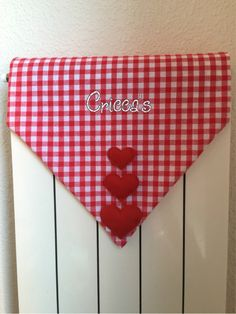 Cricca's:  Copritermosifone in stoffa con cuori in pannolenci Home Decoracion, Radiator Cover, Door Stop, Couture, Diy And Crafts, Projects To Try, Sweet Home, Shabby Chic, Creations