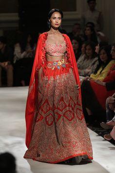Anamika Khanna at India Couture Week 2016 Indian Bridal Lehenga, Indian Bridal Fashion, Indian Bridal Wear, Indian Wedding Outfits, Indian Wear, Indian Outfits, Wedding Dress, Indian Style, Indian Ethnic