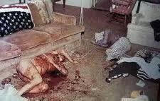 Sharon tate murdered by Charles manson family Charles Manson, Sharon Tate Crime Scene, Sharon Tate Murder, Leslie Van Houten, Patricia Krenwinkel, Roman Polanski, Famous Murders, Ted Bundy, Iconic Photos