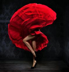 In recent years flamenco has become popular all over the world. Flamenco performers and professionals Photo D Art, Foto Art, Ode An Die Freude, Art Encadrée, Ballet Pictures, Lets Dance, Dance Art, Dance Photography, Fashion Photography