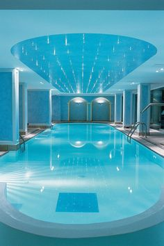 Indoor Swimming Pool Ideas - You want to build a Indoor swimming pool? Here are some Indoor Swimming Pool designs and ideas for you. Amazing Swimming Pools, Luxury Swimming Pools, Luxury Pools, Indoor Swimming Pools, Dream Pools, Swimming Pool Designs, Lap Swimming, Big Pools, Small Pools