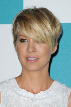 Jenna Elfman Layered Short Choppy Razor Cut with Bangs Grow out hairstyle ?
