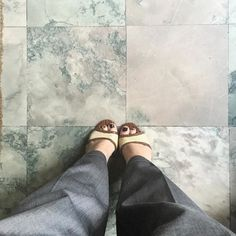T I L E #tile #tileaddiction #viewfromabove #viewfromthetop #ihavethisthingwithfloors #floors #shoes #shoesoftheday #shoestagram #toryburch #fashiondiary #fashion #fashionblogger #fashiondiaries #iamwearing #blogger #blogueira #instagood #instamood #instadaily #carolinaherrera #moda #brasil #brazil #oscarfreire #saopaulo by crissycouto