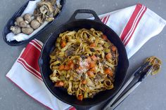 Fettuccine Fraiches et Bolognaise aux Porcini Low Carb Recipes, Vegetarian Recipes, Cooking Recipes, Delivery Menu, Fettuccine Pasta, Meal Prep For The Week, Family Meals, Good Food, Fresh