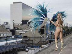 Carol Narizinho destaque da Beija-Flor, durante ensaio de carnaval no sambódromo do Rio de Janeiro - Foto: Marcos Mello / Divulgação