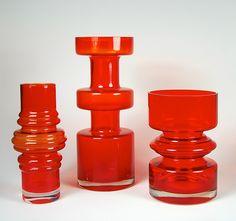 Riihimaen Lasi Oy / Riihimaki Glass Vases better in RED! Vintage Vases, Vintage Pottery, Bowls, Glass Art Design, Mid Century Art, Tamara, Colored Glass, Scandinavian Design, Retro