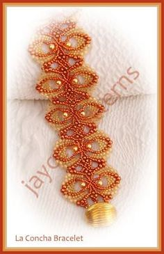This bracelet is constructed in peyote and netting stitch, a basic knowledge of peyote is an advantage. Please note that there are three photos of