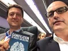 Ook in Zuid-Korea weet Horst Streck weer iemand blij te maken met zijn boek 'Gamification'. Dit tijdens de handelsmissie met o.a. Mark Rutte en Guus Hiddink. #gamification #horststreck #handelsmissie #futurouitgevers