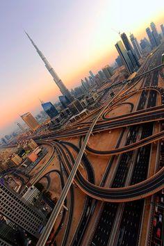 "Maravilloso atardecer sobre ""Los caminos de Dubai"""