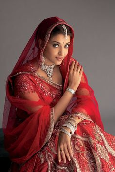 Bollywood, Tollywood & Más: Aishwarya Longines