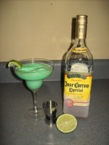 Not a drinker, but this sounds bearable! In a blender, throw in: a handful of ice cubes, 6 scoops Lime Sherbet shots Tequila Juice from one lime Blend until smooth Skinny Alcoholic Drinks, Alcoholic Beverages, Party Drinks, Fun Drinks, Cocktail Shots, Cocktails, Lime Sherbet, Perfect Margarita, Alcohol Recipes