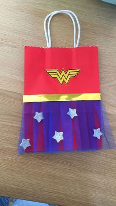 Party Ideas Birthday Woman Goodie Bags 52 Trendy Ideas Source by melissasenkel bag ideas Wonder Woman Birthday, Wonder Woman Party, Birthday Woman, Anniversaire Wonder Woman, Girl Superhero Party, Super Heroine, 6th Birthday Parties, Party Bags, Goodie Bags