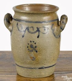 Stoneware loop handle crock, early 19th c., probably New Jersey, with cobalt swag - Price Estimate: $400 - $700