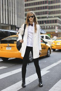 The city look! #leggings #fashion #streetstyle   legwearloft.com Streetstyle #street #style #ootd #chic