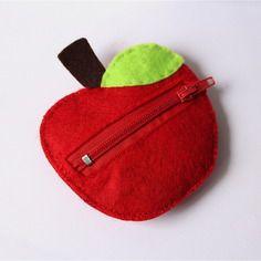 Porte-monnaie pomme rouge avec feuille verte en feutrine
