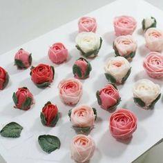 @Regranned from @thesolecake - Cute rose :) 오랜만에 자나자나~~^^ 바쁜 중에 짬내어 부지런히 피웠네요~~!! 즐거운 주말 되세요!! - Made by inyeong #cake#cakedesign#flowercake#buttercreamcake#creamflower#buttercreamflowercake#koreanfood#koreanflowercake#koreanbuttercreamflowercake#instaflower#instacake#baking#pink#thesolecake#class#privatelesson#더쏠케이크#플라워케이크#플라워케이크레슨#클래스#베이킹#예쁜케이크#크림꽃#버터크림플라워케이크#자나장미 - #regrann