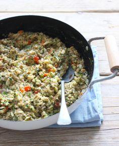 Vandaag een lekkere, simpele en redelijk snelle rijstschotel met gehakt, prei, spinazie en paprika. Je kunt dit gerecht prima �s ochtends al bereiden. �s Avonds schep je de rijstschotel in een ovenschaal en bak je de rijstschotel nog ongeveer 15�