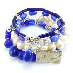 Zestaw bransoletek z kobaltowymi kryształkami, serduszkiem ze szkła weneckiego, perła słodkowodna ecru i koralikami szklanymi. Beaded Bracelets, Jewelry, Jewellery Making, Jewerly, Jewelery, Pearl Bracelets, Jewels, Jewlery, Fine Jewelry