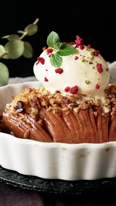 Hasselback Baked Apple – Tastemade Hasselback Baked Apple Pretty, cinnamon-y and topped with ice cream, this fruit dessert is like an apple crumble, but much easier to make. Desserts Keto, Apple Desserts, Fall Desserts, Apple Recipes, Just Desserts, Delicious Desserts, Cake Recipes, Dessert Recipes, Yummy Food